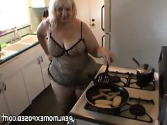 Milf sexy cooking time