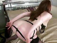 Horny sexy housewife fucks..