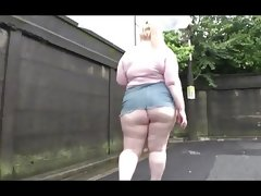 Dz bbw walking under the rain