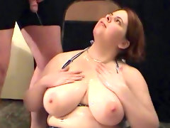 Busty beauty jumelles loves..